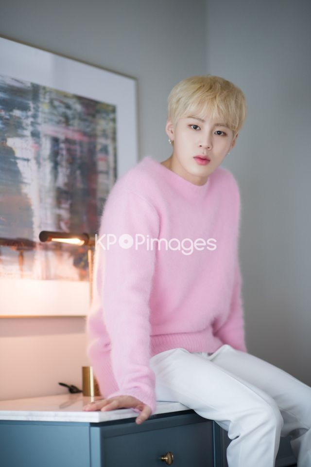 Wanna One,Ha Sung-woon,Half shot