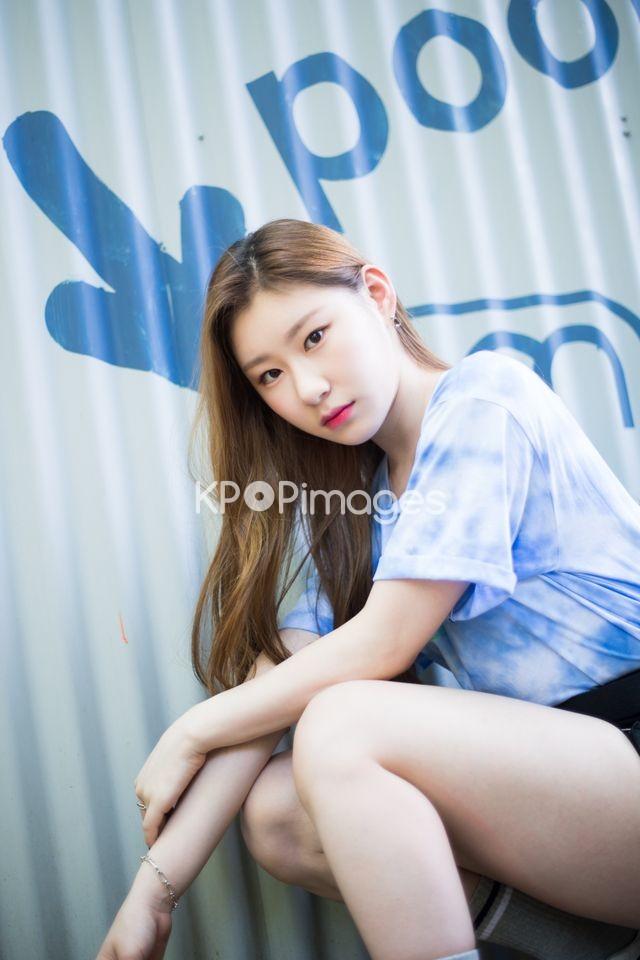 ITZY,Chaeryeong,Half shot