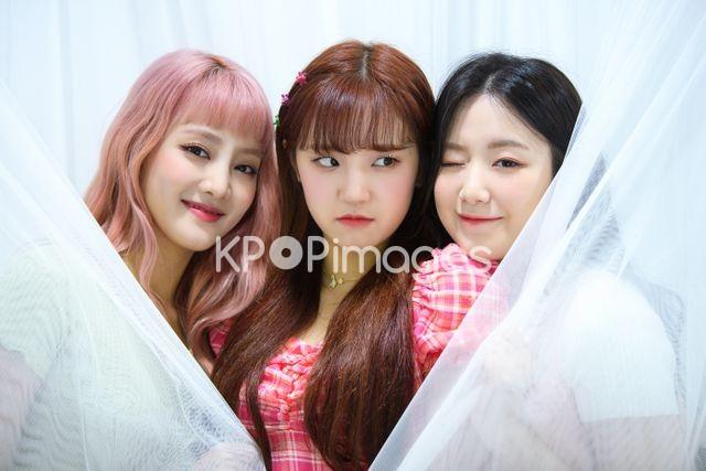 (G)I-DLE,Minnie,Shuhua,Yuqi,Half shot