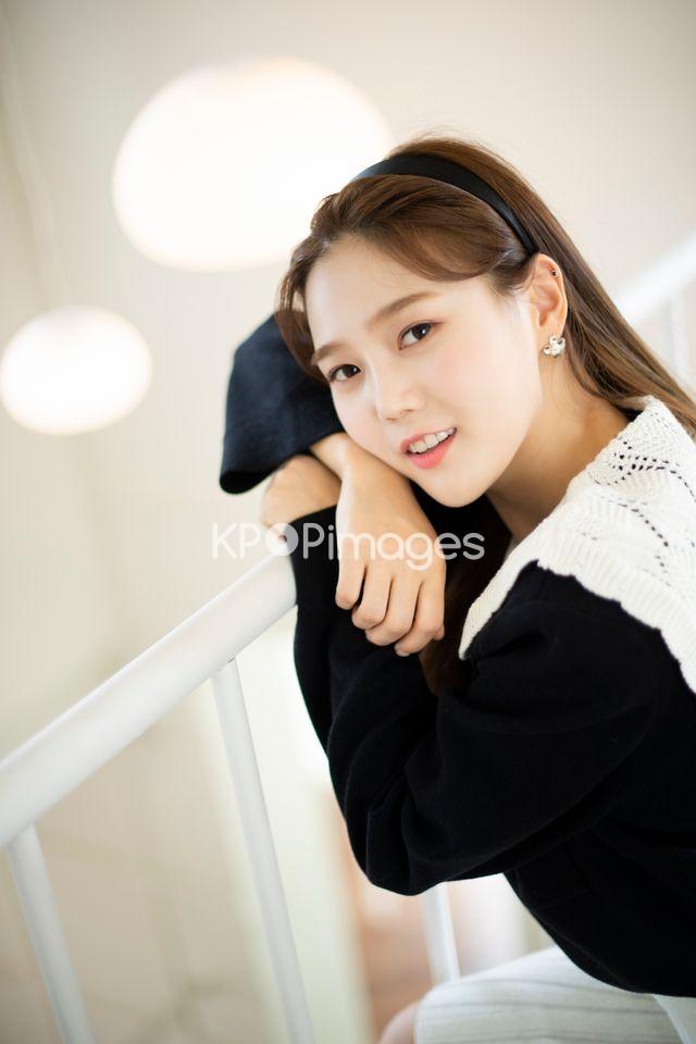 OH MY GIRL,Hyojung,Half shot